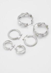 Pieces - PCMAILA HOOP EARRINGS 3 PACK - Oorbellen - silver-coloured - 2