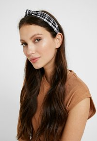 Pieces - Hair Styling Accessory - black/white - 1
