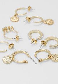 Pieces - PCHIPEA HOOP EARRINGS 4 PACK - Oorbellen - gold-coloured - 2
