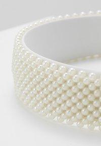 Pieces - Akcesoria do stylizacji włosów - bright white - 4