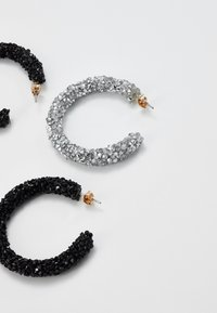 Pieces - PCOGLIO HOOP EARRINGS 2 PACK - Náušnice - silver-coloured - 2