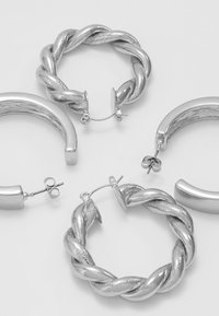 Pieces - PCOLKA HOOP EARRINGS 2 PACK - Øredobber - silver-coloured - 4