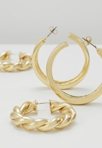 Pieces - PCOLKA HOOP EARRINGS 2 PACK - Øredobber - gold-coloured - 2