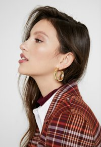 Pieces - PCOLKA HOOP EARRINGS 2 PACK - Oorbellen - gold-coloured - 1