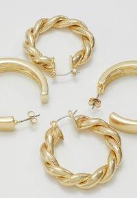 Pieces - PCOLKA HOOP EARRINGS 2 PACK - Øredobber - gold-coloured - 4