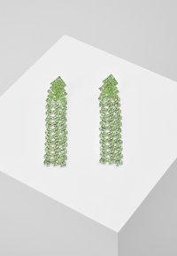 Pieces - PCDICTE EARRINGS - Náušnice - silver-coloured/green ash - 0