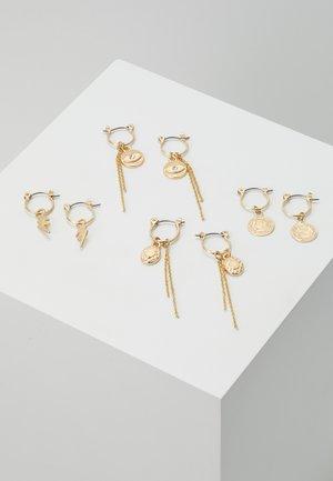 PCKAROLINE HOOP EARRING 4 PACK  - Øreringe - gold-coloured