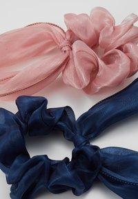 Pieces - PCJISA BOW SCRUNCHIE 2 PACK  - Haaraccessoire - navy blazer/ash rose - 2