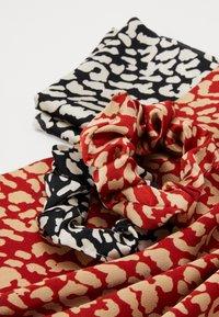 Pieces - SCRUNCHIE 2 PACK - Haaraccessoire - black/leopard - 3