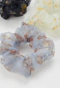 Pieces - SCRUNCHIE 3 PACK - Hair Styling Accessory - bright white/blue - 1