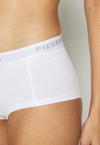 Pieces - PCLOGO LADY CHERRY 3 PACK - Culotte - bright white - 6