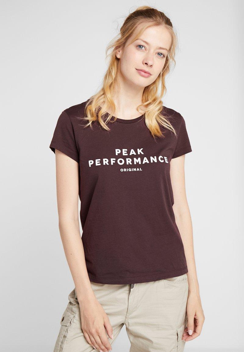 Peak Performance - TEE - Camiseta estampada - mahogany