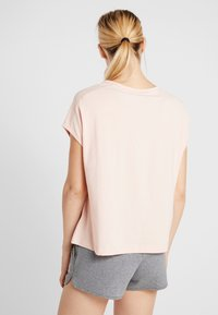 Peak Performance - GROUND - T-shirt imprimé - pink champagne - 2
