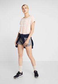 Peak Performance - GROUND - T-shirt imprimé - pink champagne - 1