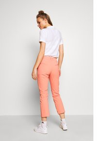 Peak Performance - ILLUSION CROPPED PANTS - Trousers - perched - 2