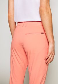 Peak Performance - ILLUSION CROPPED PANTS - Trousers - perched - 3