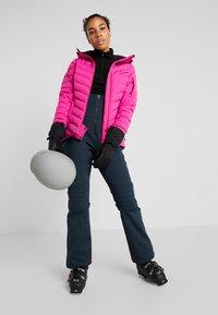 Peak Performance - FROS - Snowboardová bunda - power pink - 1