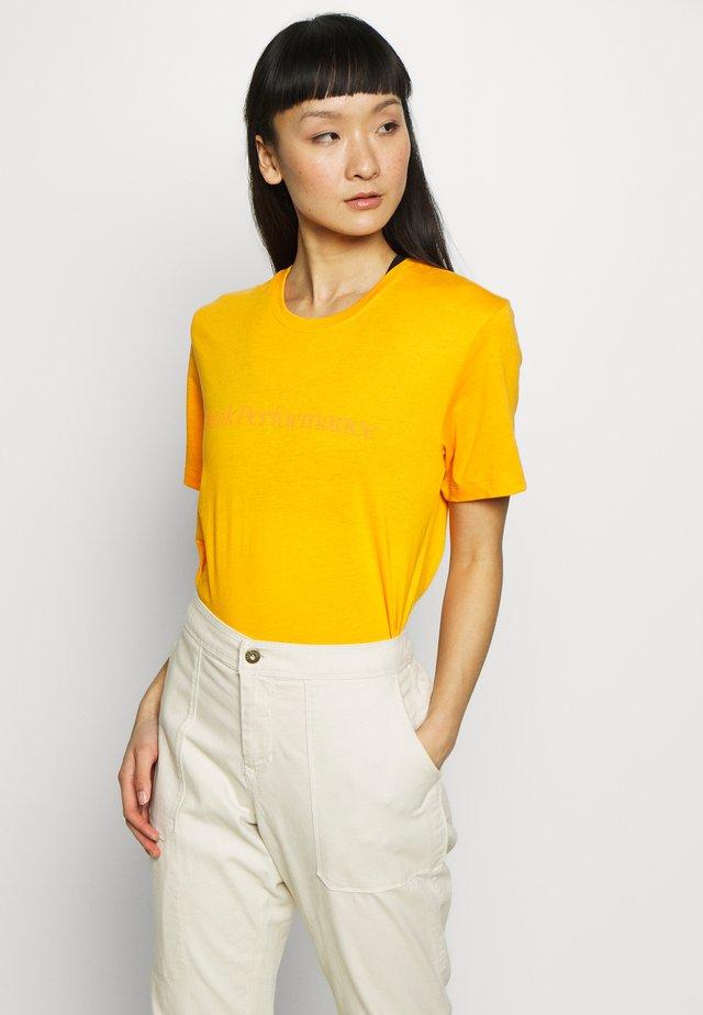 TRACK TEE - T-shirt print - explorange