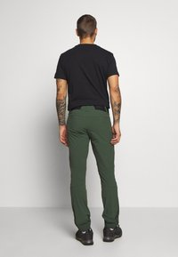 Peak Performance - LIGHT SOFTSHELL PANTS - Pantalones montañeros largos - drift green - 2