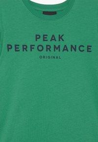 Peak Performance - Print T-shirt - jelly bean - 3