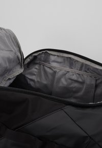 Peak Performance - VERTICAL DUFFLE  - Sportovní taška - black - 6