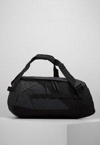 Peak Performance - VERTICAL DUFFLE  - Sportovní taška - black - 0