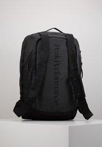 Peak Performance - VERTICAL DUFFLE  - Sportovní taška - black - 8