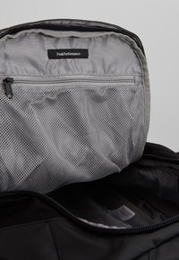 Peak Performance - VERTICAL DUFFLE  - Sportovní taška - black - 7