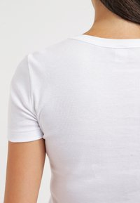 Petit Bateau - Basic T-shirt - ecume - 5