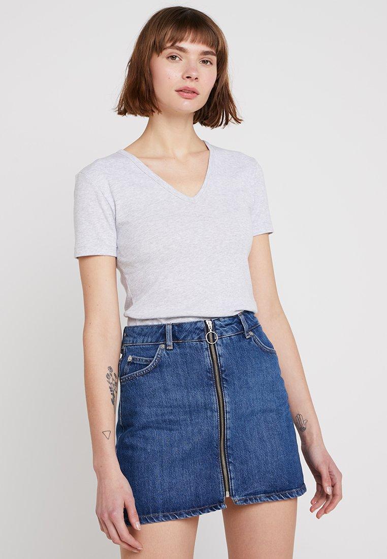 Petit Bateau - TEE - Basic T-shirt - poussiere chine