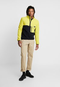 Penfield - HYNES - Fleece trui - citrus - 1