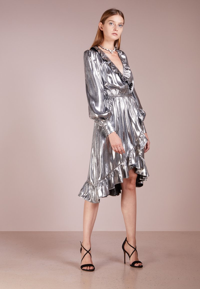 PERSEVERANCE LONDON - LAME RUFFLE WRAP DRESS - Cocktailkleid/festliches Kleid - metallic silver