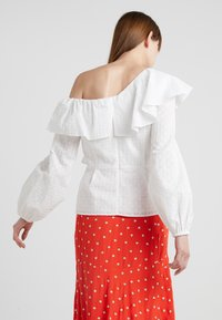 PERSEVERANCE LONDON - DITSY ANGLAISE ASYMMETRIC BLOUSE - Blouse - offwhite - 2