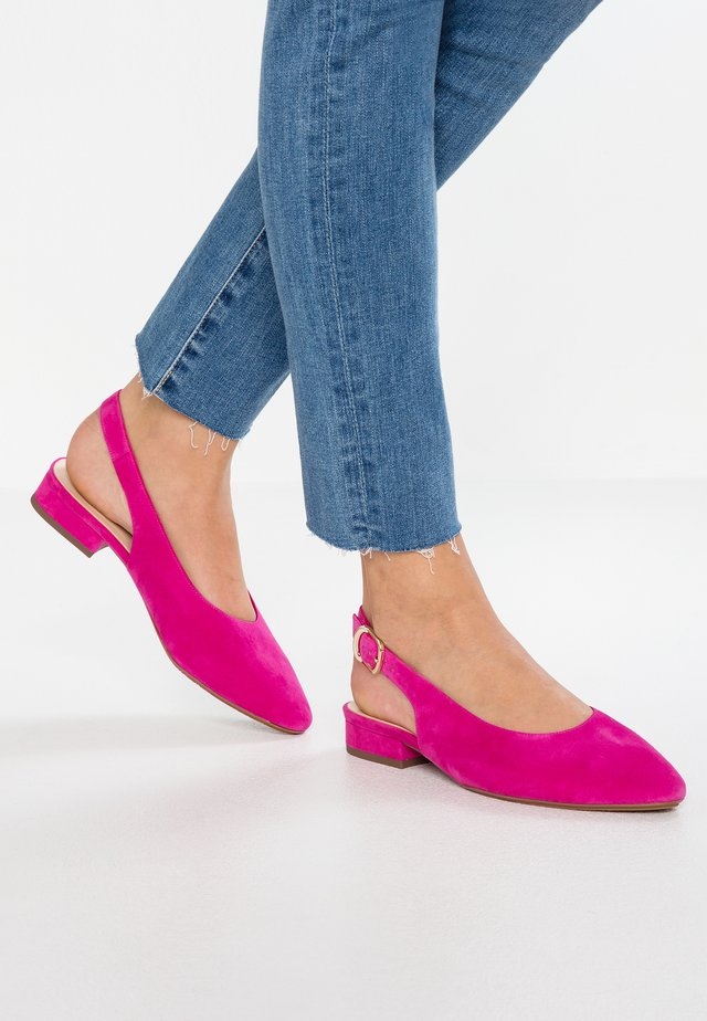 WIDE FIT FASELLE - Pumps - berry
