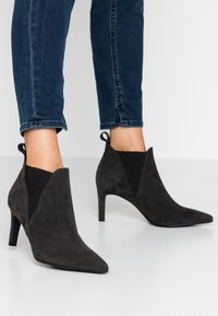 Peter Kaiser Wide Fit - WIDE FIT AIMEE - Ankle Boot - carbon - 0
