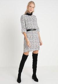 PEP - DRESS TIA - Freizeitkleid - multi-coloured - 1
