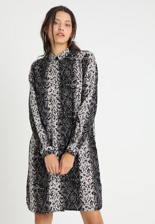 LOVISA DRESS - Skjortklänning - black