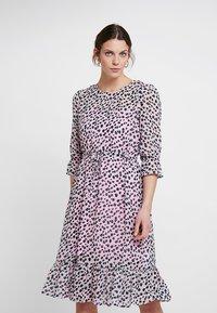 PEP - MEO DRESS - Day dress - rose - 0