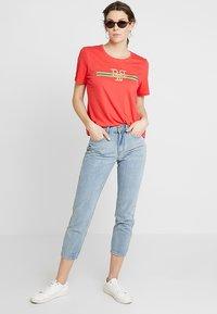 PEP - TEE - Print T-shirt - poppy red - 1