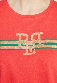 PEP - TEE - Print T-shirt - poppy red - 5