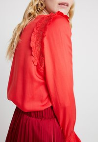 PEP - MILLEBEE BLOUSE - Blouse - poppy red - 3