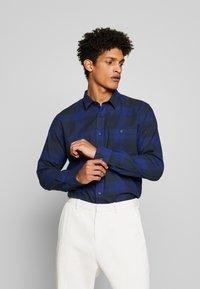 Peak Performance Urban - STEVE  - Camisa - pattern check - 0