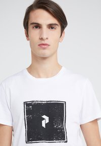 Peak Performance Urban - TEE - Camiseta estampada - white - 4