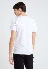 Peak Performance Urban - TEE - Camiseta estampada - white - 2