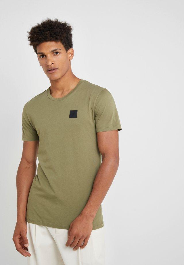URBAN TEE - T-shirts basic - leaflet green