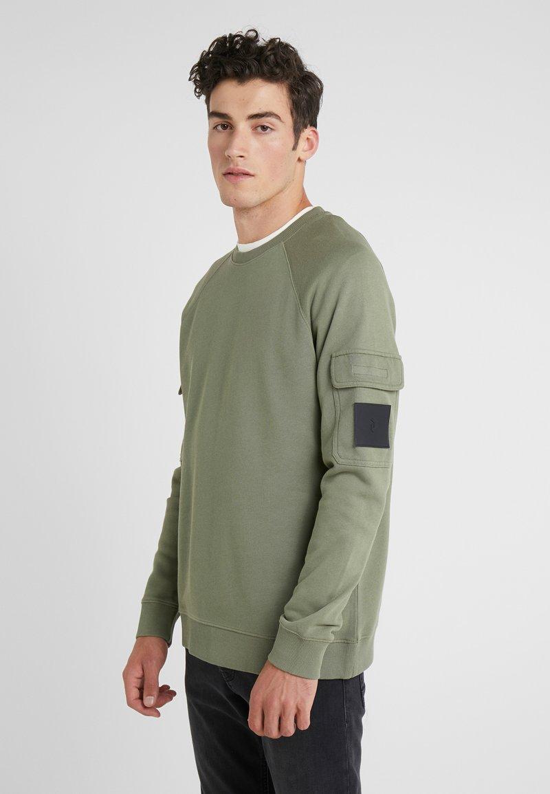 Peak Performance Urban - ARMY CREW - Sweatshirt - leaflet green
