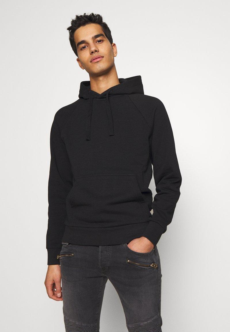 Peak Performance Urban - URBAN HOODIE - Jersey con capucha - black