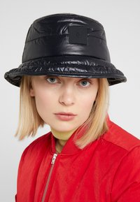 Peak Performance Urban - VERNIS BUCKET HAT - Hatte - black - 3