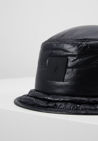 Peak Performance Urban - VERNIS BUCKET HAT - Hatte - black - 5