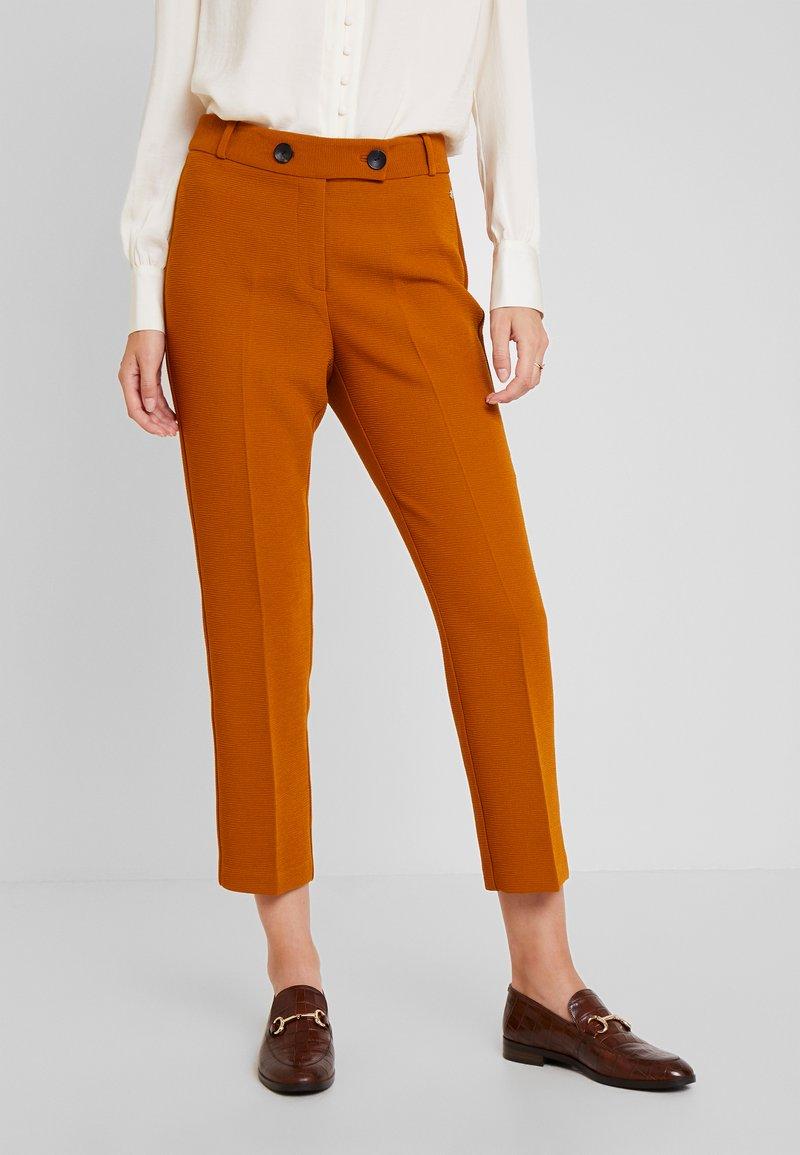 Pedro del Hierro - SMART PANT SUIT - Trousers - browns